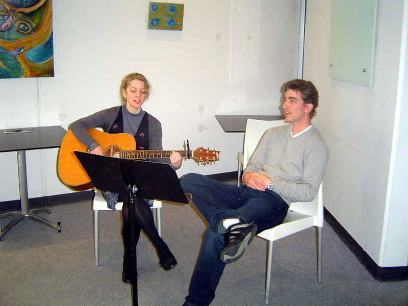 Simon and Felicity entertained the cafe crowd on Fathers Day with a variety of songs, from 12.30 to 1.30
